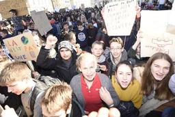 Environ 1.200 jeunes marchent pour le climat à Jodoigne