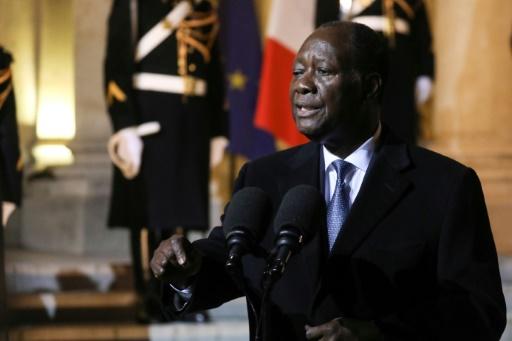 Reçu par Macron, Ouattara défend le franc CFA,