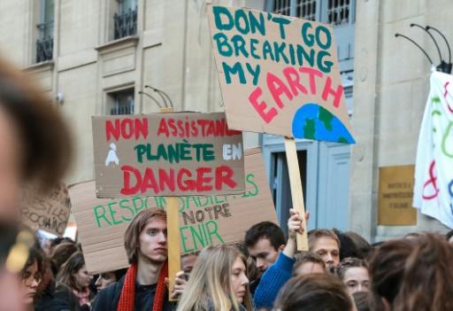 Timide début de mobilisation des jeunes pour le climat à Paris