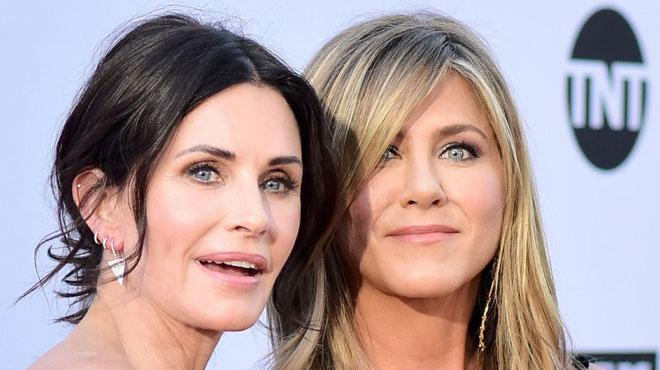 Grosse frayeur pour Jennifer Aniston et Courteney Cox: leur avion doit atterrir d'urgence