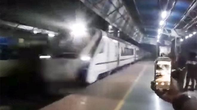 À peine inauguré, le train le plus rapide d'Inde tombe en panne: il a heurté une vache