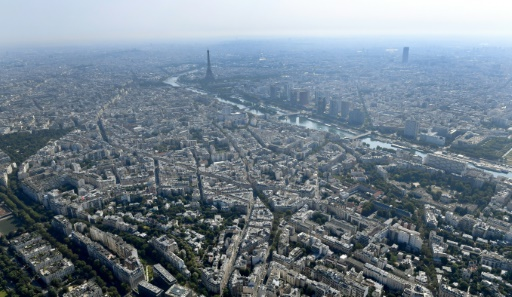 Destruction à Paris d'une bombe de la Seconde Guerre mondiale