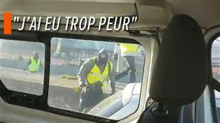 Jets de pavés, sauts sur le capot- un fourgon de police violemment attaqué lors de la manifestation des gilets jaunes à Lyon (vidéo) 5