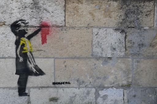 Pastiche ou original ? Un possible Banksy soutenant les