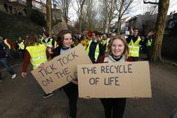 Les jeunes activistes pour le climat, Anuna et Kyra, préparent un livre