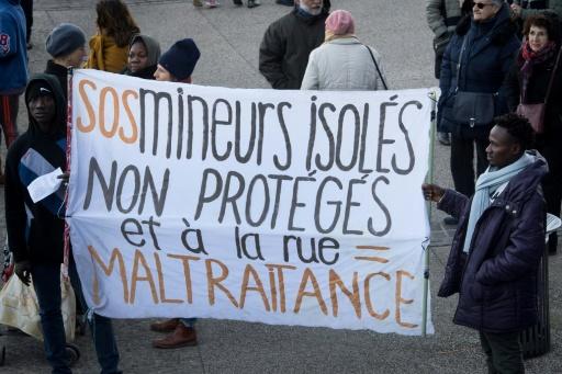 A Paris, la prise en charge des jeunes migrants tourne au casse-tête