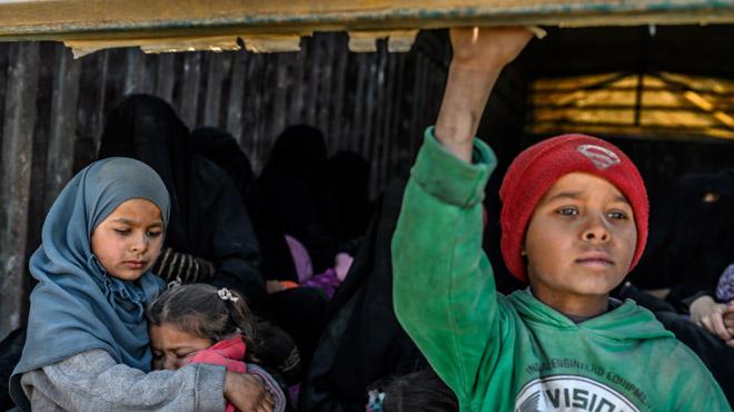 2.500 enfants de djihadistes étrangers de l'Etat islamique entassés dans des camps en Syrie: que vont-ils devenir?