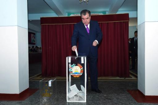 Tadjikistan : le président demande que l'on cesse de chanter ses louanges