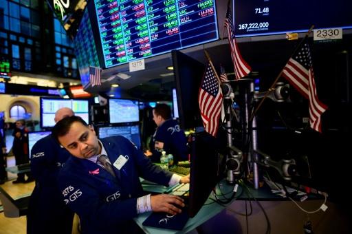 Wall Street, lestée par des indicateurs décevants, termine en baisse
