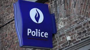 Un ex-responsable de la police accusé d'avoir diffusé des chants nazis: un commissariat d'Anderlecht perquisitionné