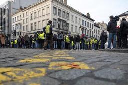 Environ 250 gilets jaunes manifestent entre la Gare du Nord et la Gare du Midi