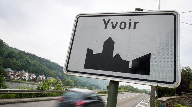 Yvoir: un cycliste découvre un motard entre la vie et la mort