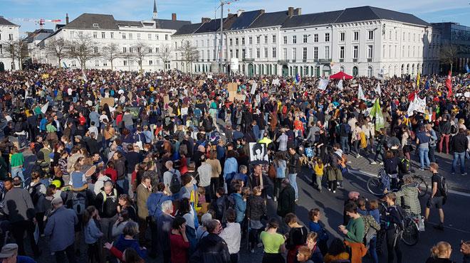 Au moins 10.000 manifestants marchent pour le climat à Gand