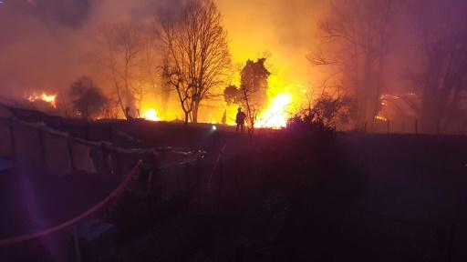 Corse: les pompiers luttent encore contre l'incendie de Calenzana