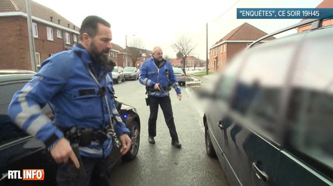 Un homme rattrapé après une course-poursuite: les policiers constatent qu'un enfant malade se trouve dans la voiture