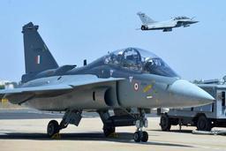 Le Pakistan dit avoir abattu deux avions indiens dans son espace aérien