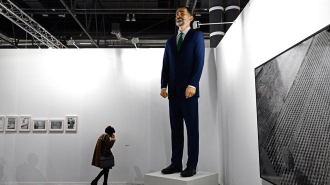 Controverse en Espagne: pour 200.000 euros, il est possible de brûler une statue géante du roi Felipe VI (photos)