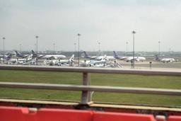 Fermeture de l'espace aérien pakistanais: des milliers de touristes bloqués à Bangkok