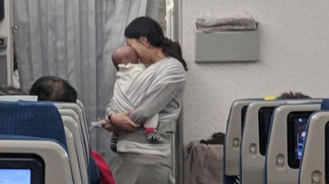 Cette maman avait peur que son bébé pleure dans l'avion et dérange les passagers: elle a donc pris ses précautions