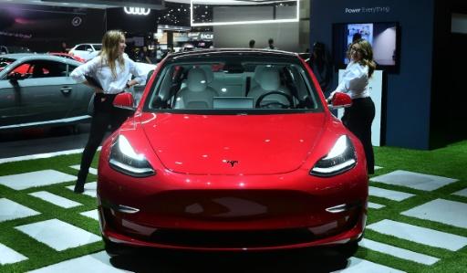 Tesla dévoile un Model 3 à 35.000 dollars avec deux ans de retard
