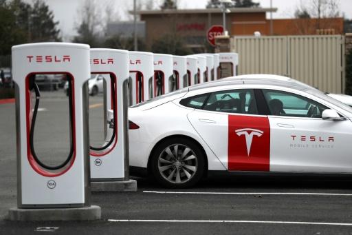 Tesla dévoile une Model 3 moins chère et vendra ses voitures en ligne