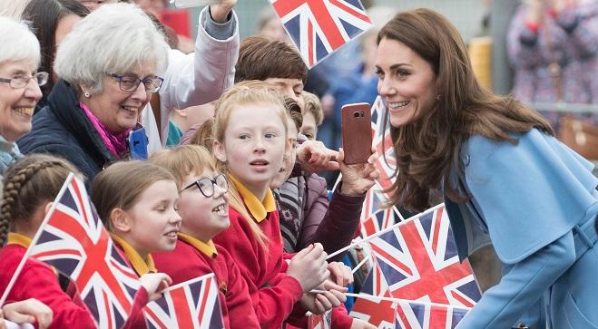 Kate Middleton, prête pour un quatrième enfant? Elle répond (vidéo)
