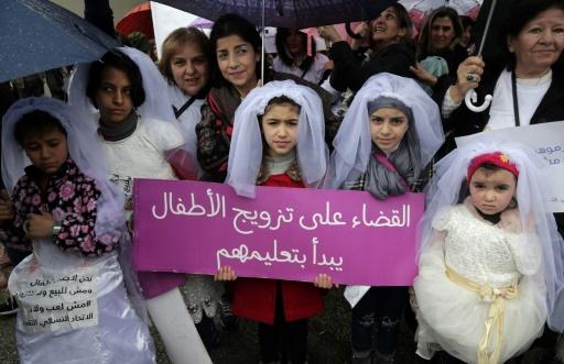 Des centaines de Libanais manifestent contre le mariage précoce