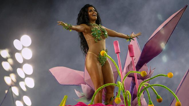 SPECTACULAIRE: Sao Paulo vibre au rythme du carnaval (photos)