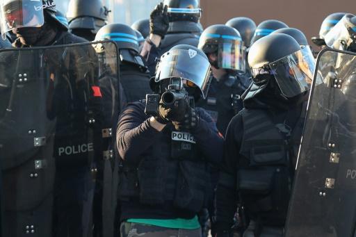 La police défend de nouveau le LBD après un autre incident à Paris