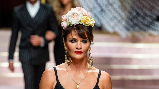 À 50 ans, le top modèle danois Helena Christensen pose nue: le résultat est à couper le souffle (photos)