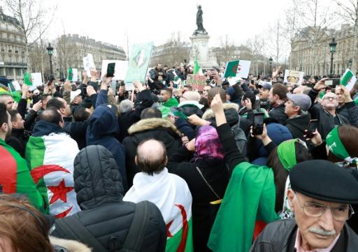 A Paris, des Algériens partagés sur un rôle de la France dans la crise