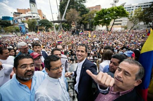 Venezuela: Guaido rentré, le gouvernement reste silencieux