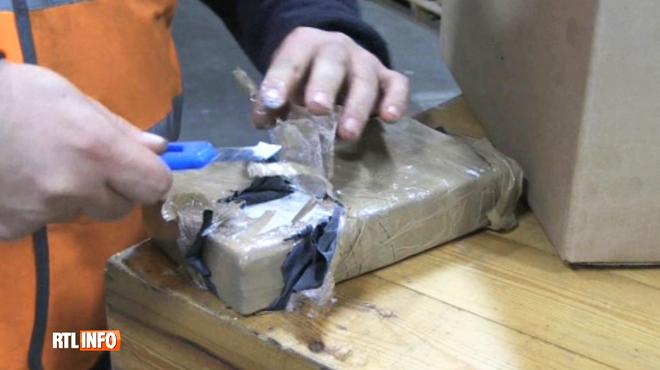 Sept suspects arrêtés après la découverte de 2,7 tonnes de cocaïne à Anvers