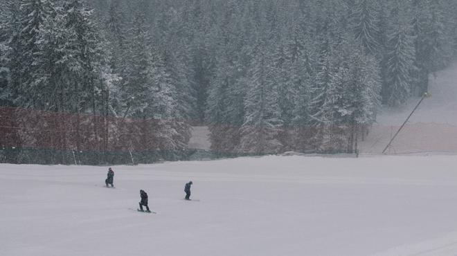 France: un jeune skieur de 16 ans se tue en percutant un poteau sur une piste bleue