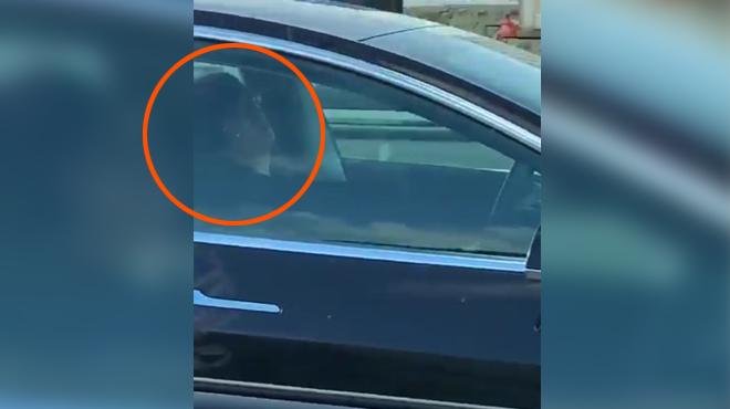 Il dort paisiblement au volant de sa voiture qui roule à plus de 120Km/h (vidéo)