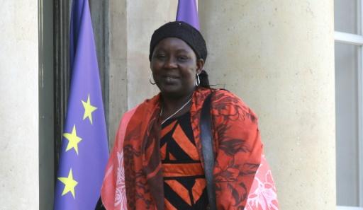 Journée des femmes: Macron remet le premier prix Simone-Veil à une Camerounaise