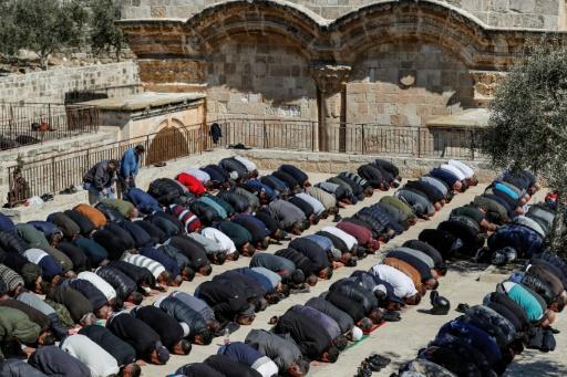 Des musulmans défient Israël en priant dans un site de l'Esplanade des mosquées