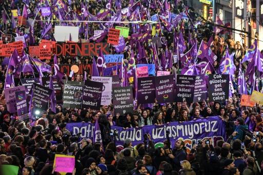 Turquie : la police fait usage de gaz lacrymogène contre une manifestation de femmes interdite (AFP)
