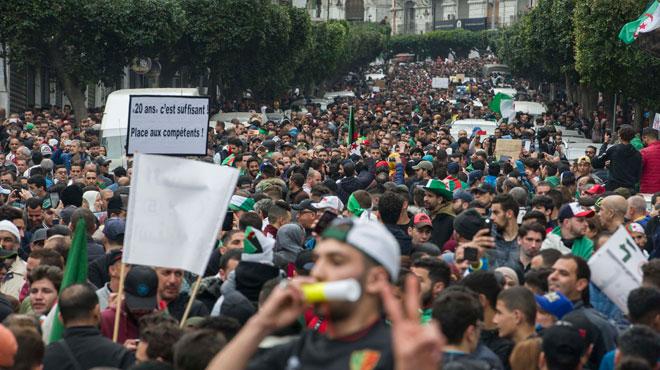 Une MARÉE humaine pacifique envahit les rues d'Alger: