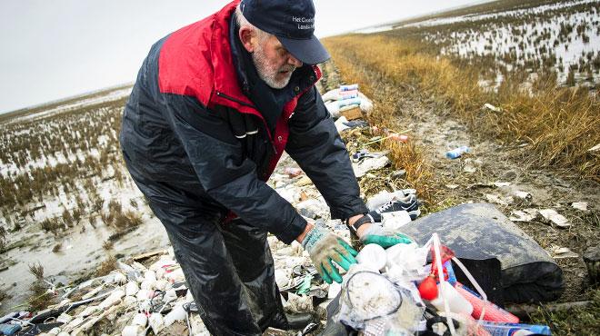 Containers échoués en mer du Nord: les morceaux de plastique sur la côte se comptent par millions