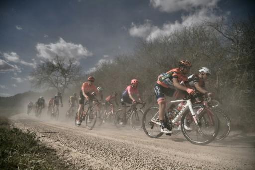 Cyclisme: Dans la poussière, sur les graviers des Strade Bianche de Toscane