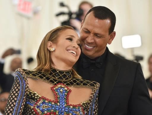 Jennifer Lopez et A-Rod confirment leur fiançailles