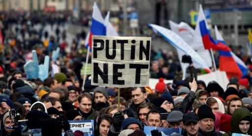 Russie : des milliers de manifestants contre une loi pour