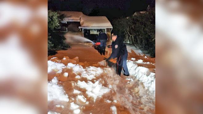 La police d'Ottawa au secours d'un homme PIÉGÉ par la neige depuis plusieurs semaines