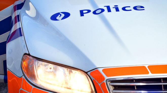 Un chauffard en fuite percute un combi de police à Couvin: les agents l'ont poursuivi jusqu'en France
