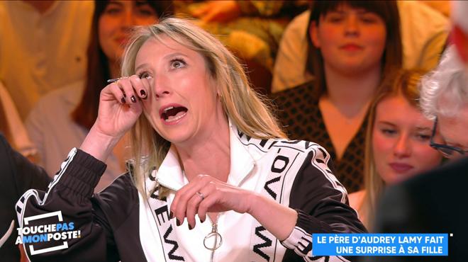 Audrey Lamy fond en larmes quand elle découvre la surprise que lui a réservée Cyril Hanouna