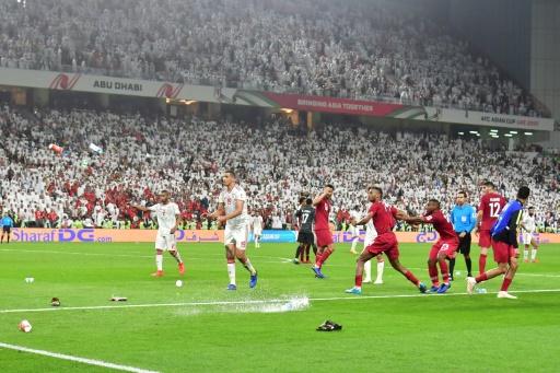 Coupe d'Asie: les Emirats punis après les jets de chaussures face au Qatar