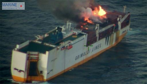 Golfe de Gascogne: incendie toujours en cours sur un navire de commerce italien