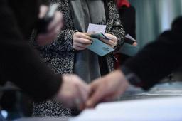 Les Britanniques mariés changent plus vite de nationalité que ceux isolés