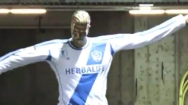 La statue totalement ratée qui a bien fait rire David Beckham (vidéo)